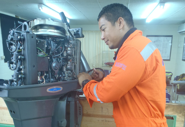 Outboard Motor Maintenance & Repairs